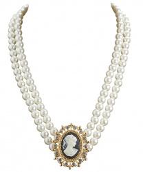 Жемчужное ожерелье с камеей
