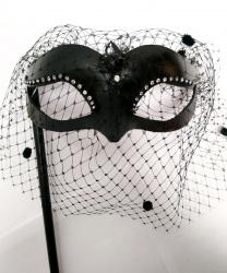Черная маска volpina с вуалью на палочке, папье-маше, перья (Италия)