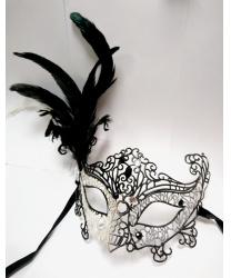 Карнавальная ажурная маска с перьями (серебряно-черная)