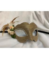 Венецианская маска бежевых оттенков