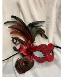 Красная венецианская маска с тёмными перьями