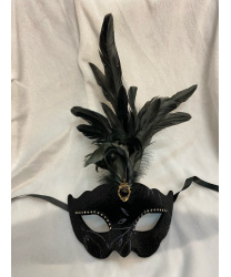 Венецианская маска Civetta Ric. Ciuffo с пером, бархатная черная