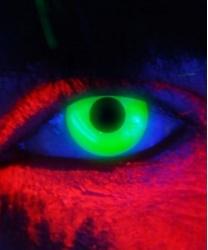 Линзы зеленые светятся в УФ