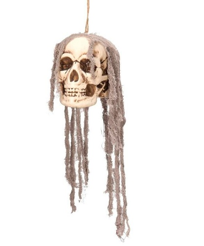 Череп с тканевыми волосами