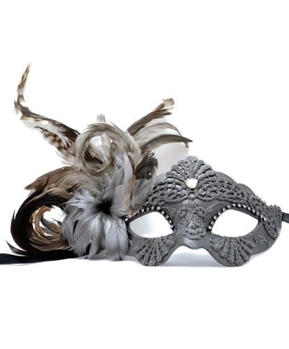 Венецианская маска серого цвета, перья, папье-маше, стразы, блестки (Италия)