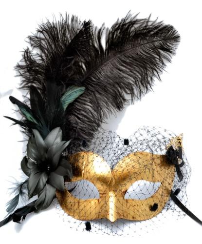 Золотая венецианская маска с вуалью и черными перьями, перья, металл, папье-маше (Италия)