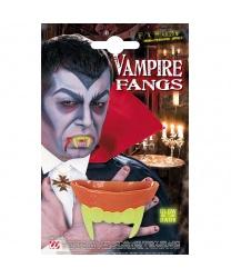 Челюсть вампира светится в темноте