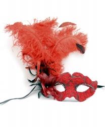 Красная венецианская маска с перьями