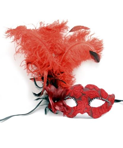 Красная венецианская маска с перьями, папье-маше, ткань, стразы (Италия)
