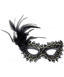 Черная маска с перьями
