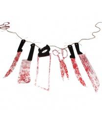 Гирлянда на Хэллоуин с окровавленными ножами