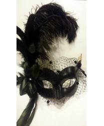 Черная венецианская маска с вуалью и перьями