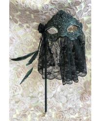 Венецианская маска с серебряным узором и черной вуалью
