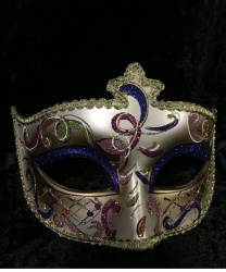 Золотая маска Dolce c синими блестками на веках