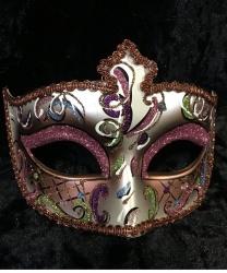 Блестящая маска Dolce с розовыми блестками на веках