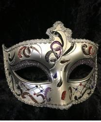 Серебряная маска Dolce c серыми блестками на веках