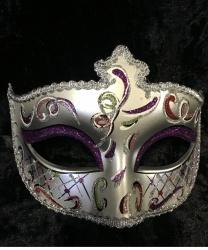 Серебряная маска Dolce c фиолетовыми блестками на веках