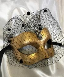 Золотая венецианская маска с вуалью