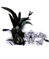 Черная венецианская маска Giglio c перьями сбоку