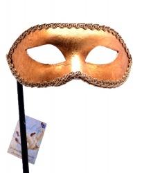 Золотая венецианская маска на палочке
