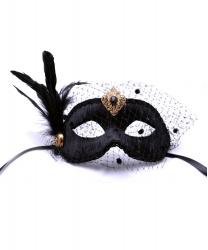 Черная бархатная маска с перьями и вуалью