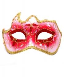 Красная маска с золотой тесьмой