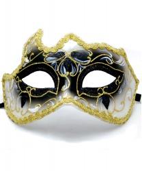 Черная маска с золотой тесьмой