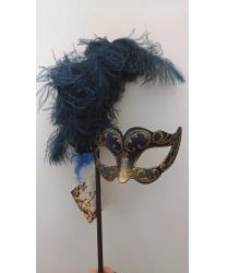 Темно-синяя маска с пером на палочке