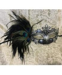 Маска на карнавал серебряная с перьями