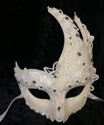 Ассиметричная маска украшенная кружевом, белая