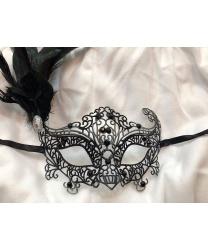 Карнавальная ажурная маска с перьями (чёрная)