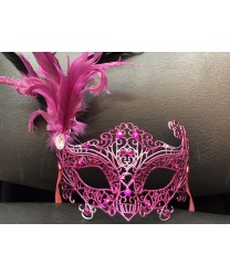 Карнавальная ажурная маска с перьями (фуксия, розовая)