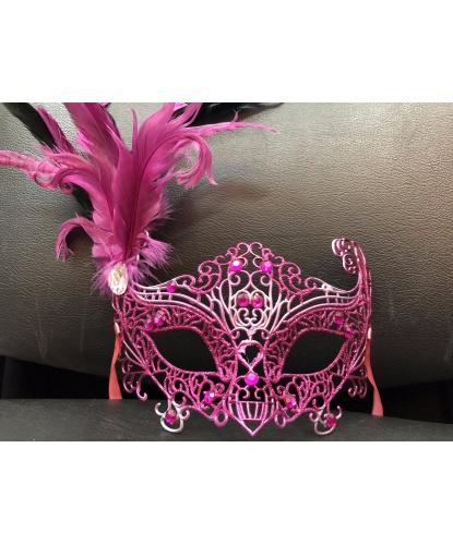 Карнавальная ажурная маска с перьями (фуксия, розовая), перья, пластик, стразы, ленты (Италия)