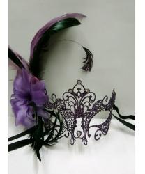 Металлическая фиолетовая маска Giglio с перьями сбоку